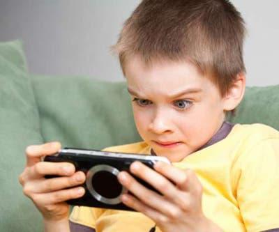 Un niño y su PSP