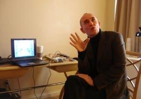 Peter Molyneux pensando