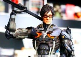 Hideo Kojima en muñeco