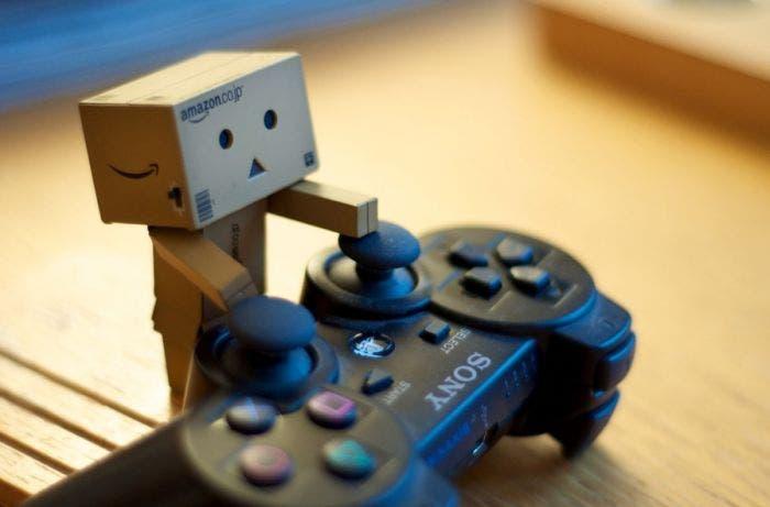 Cajita jugando PS3