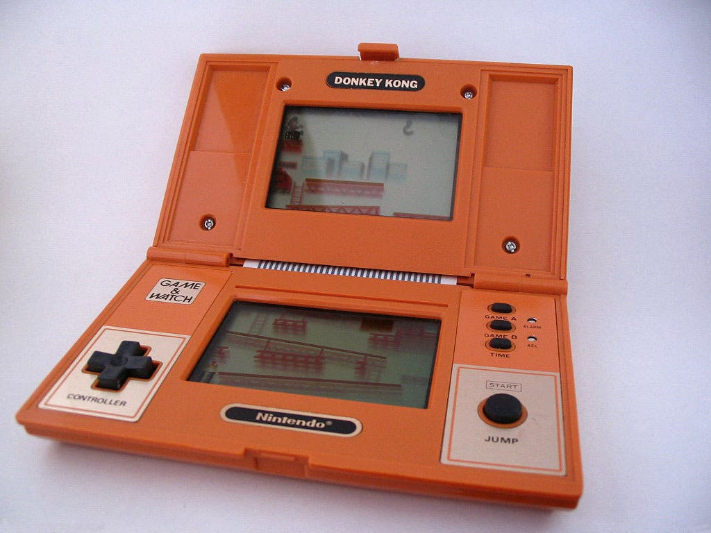Donkey_kong_game_and_watch_open1.jpg